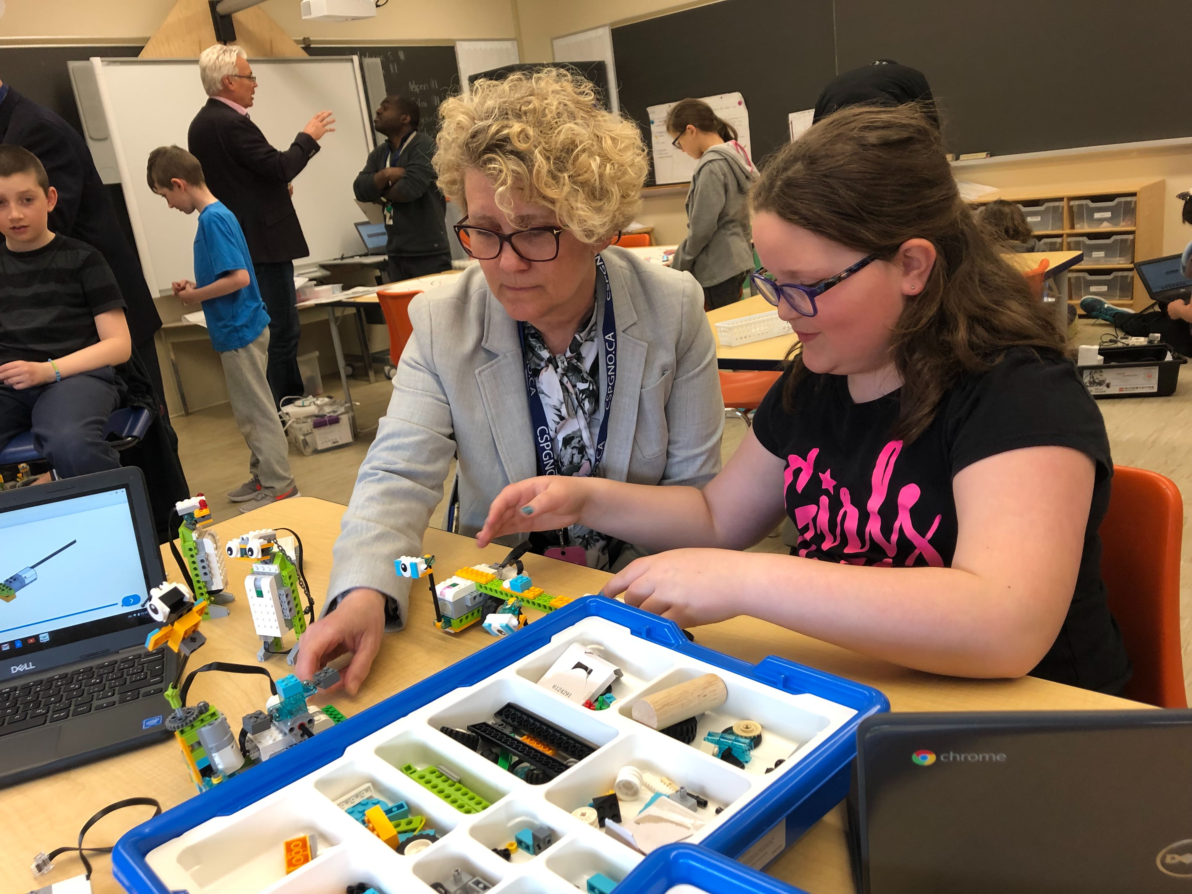 Laurie Swami, NWMO President and CEO, visits a classroom at the École publique Franco-Manitou, where an NWMO investment has helped support the purchase of LEGO robotics kits.